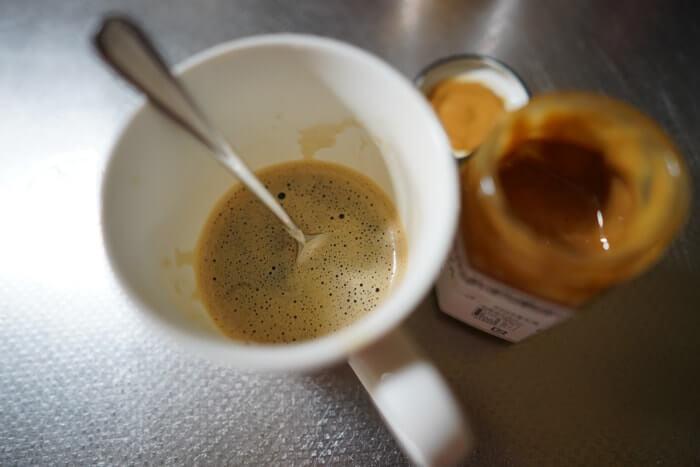 コーヒーに入れるはちみつをお探しでしたら、薄いはちみつよりも少し濃いマヌカハニーを入れたほうが美味しさが際立ちました!