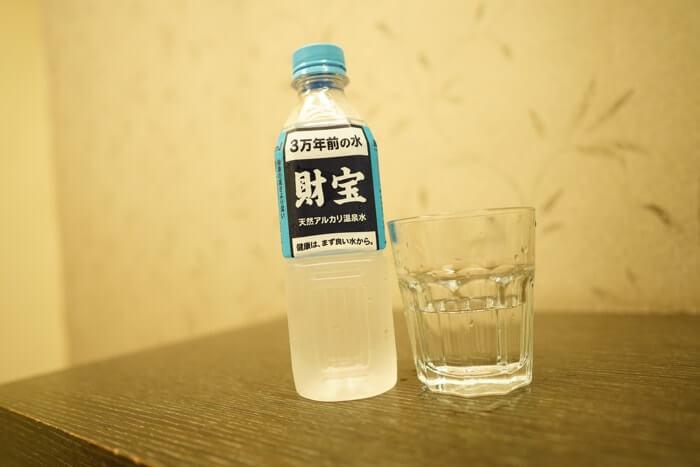 財宝ミネラルウォーターを旅行先の台湾で実際に購入して飲んでみた感想をご紹介しています。