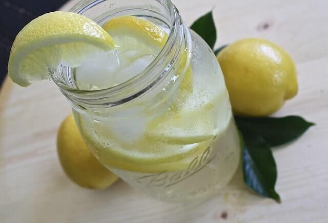 レモン水の効果・効能を詳しく特集します。