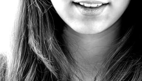 炭酸水で歯が溶けることはあり得ない