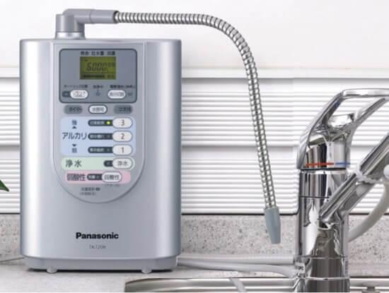 パナソニックから販売中のアルカリイオン水浄水器はこちら!一番人気が高くお求めやすい値段で販売している点も高評価の理由の一つです。