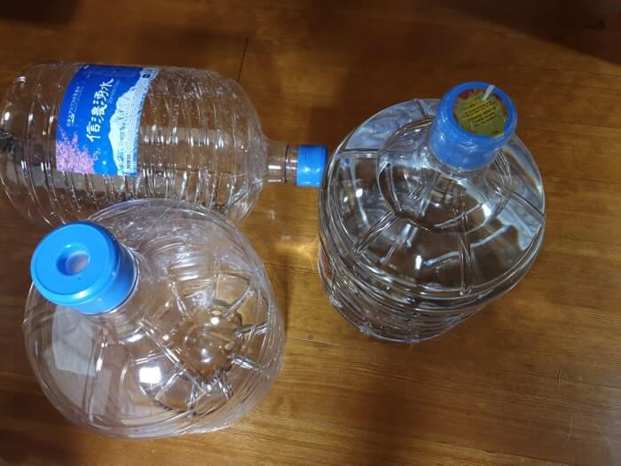 トーエルサーバーのピュアハワイアンウォーター・信濃湧水はリサイクル可能な硬い使い捨てボトル容器を採用しています。