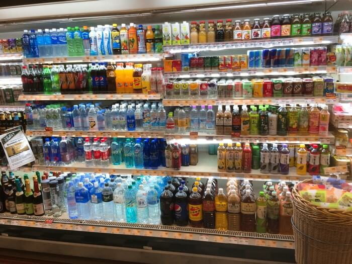市販でお水を購入するよりも通信販売を上手に活用したほうが明らかにお得に購入可能。その理由を簡単にご紹介しています。