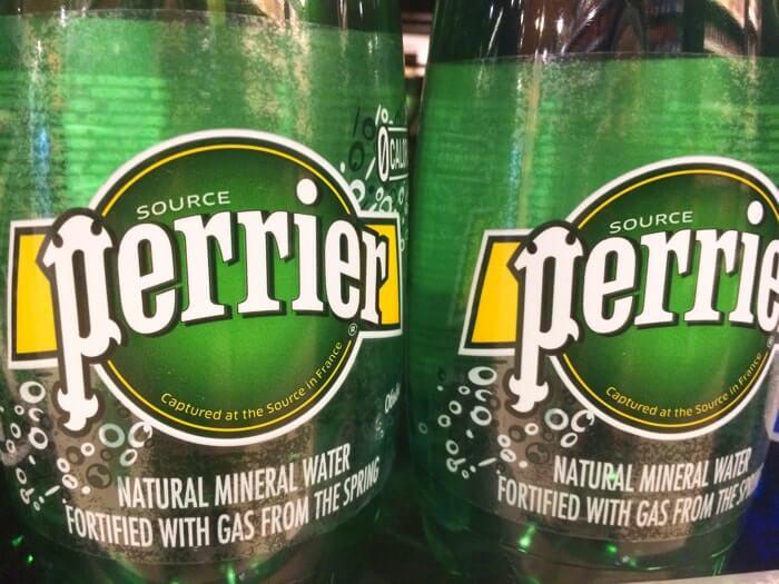 ペットボトルタイプのペリエの特徴やその違いについて簡単にご紹介しています。