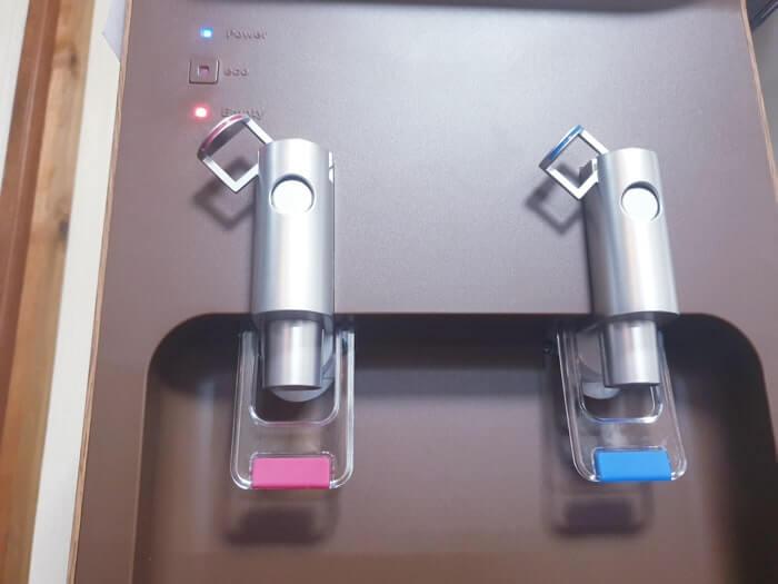 コスモウォーターのようにボトル交換点灯ランプが搭載したサーバーも一部あり