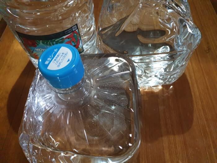 天然水のボトル容器画像