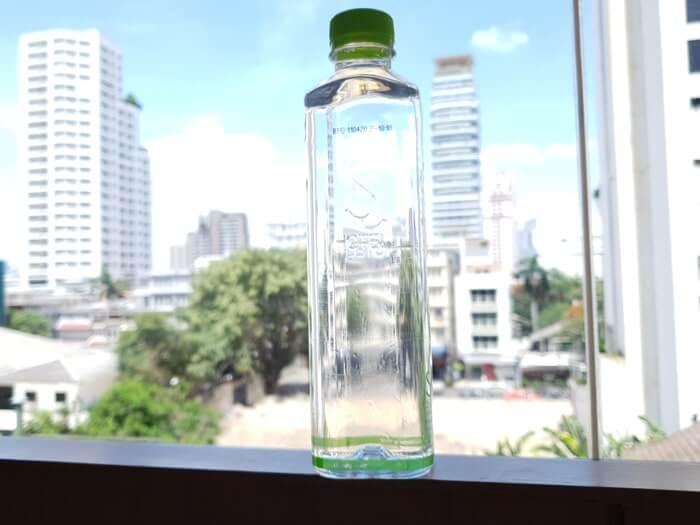 タイ・バンコクの中級以上のホテルでは毎日お水の無料サービスがある場合が多い