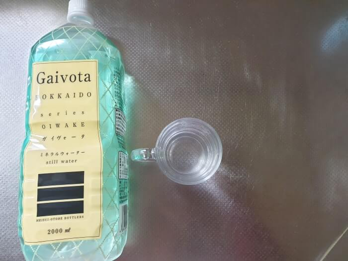 くすみカラーのガイヴォータ・ボトルデザイン